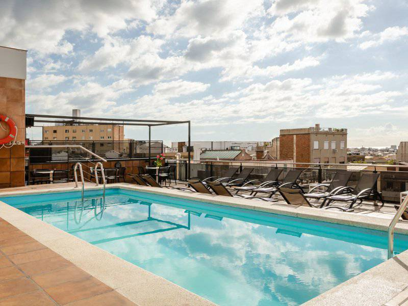Outdoor pool & jacuzzi sunotel central  barcelona