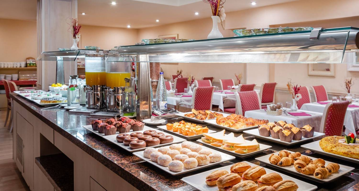 Start the day with a delicious buffet breakfast Sunotel