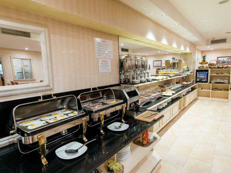 Breakfast buffet sunotel central  barcelona